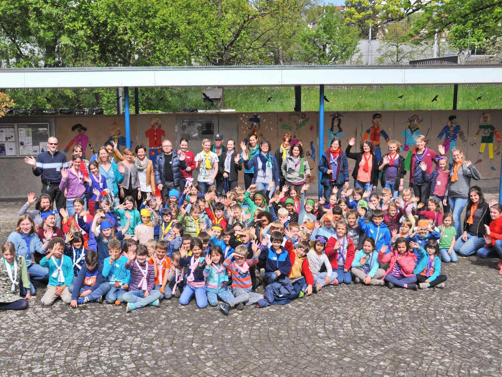 Glückliche Kinder im Tageslager