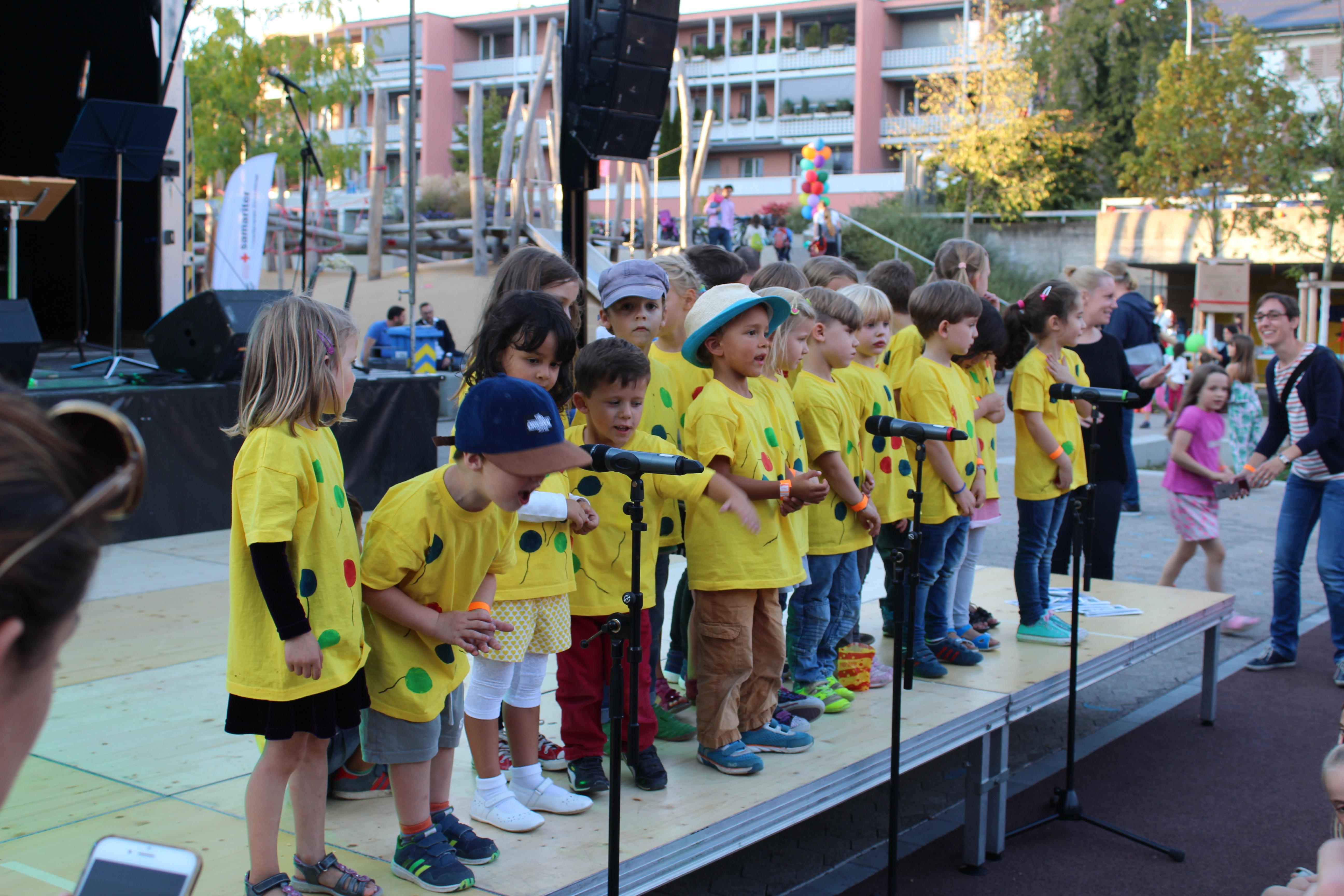 Die Kindergärtner beim Singen