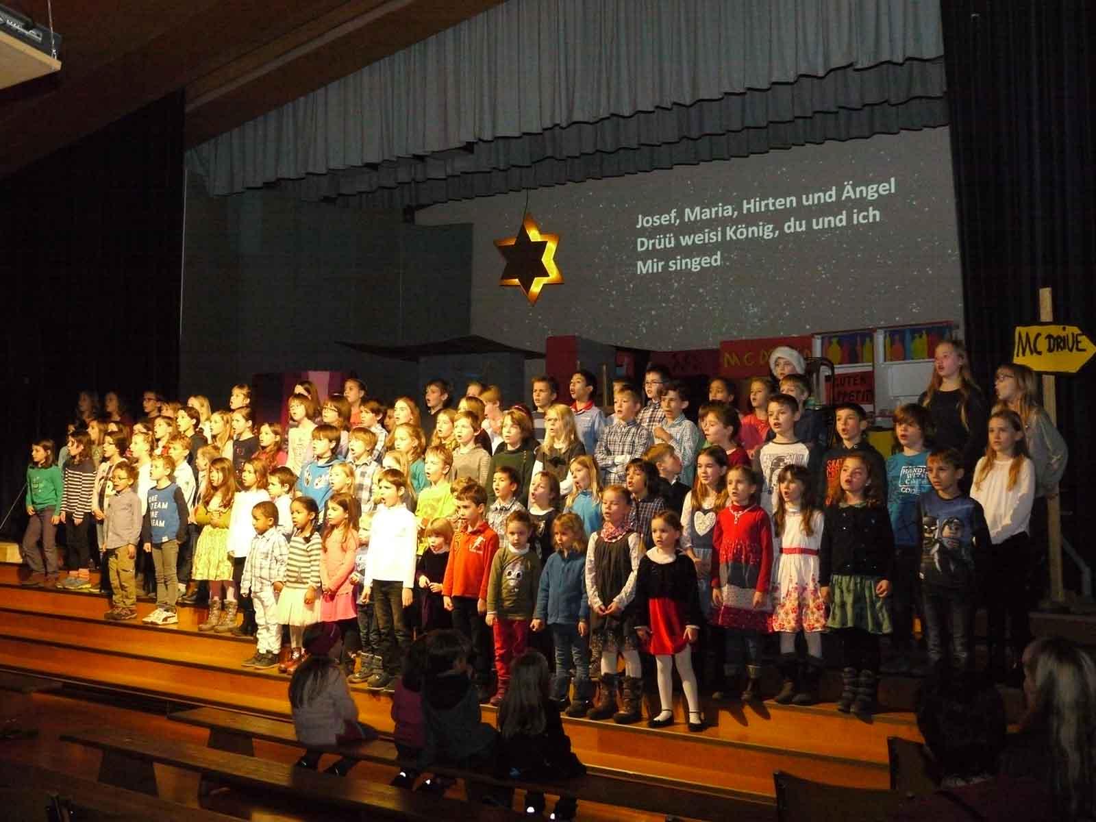 """Die Kinder sangen """"maximal gut""""."""