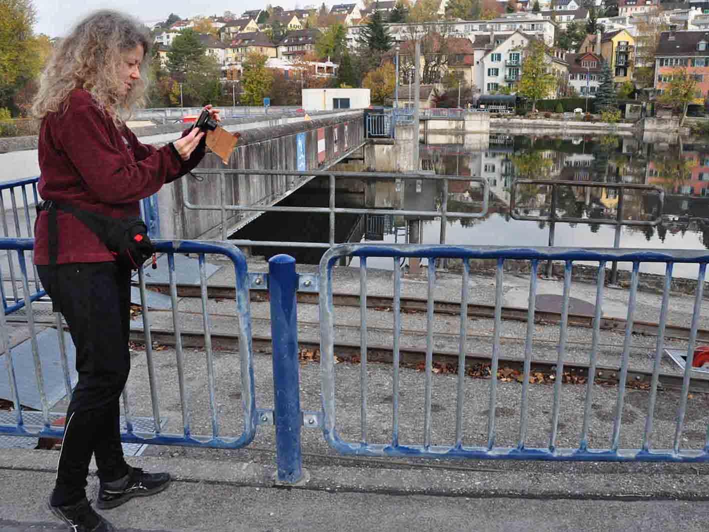 Die Künstlerin Cécile Trentini bei ihrem Ritual, dem «Daily Walking».