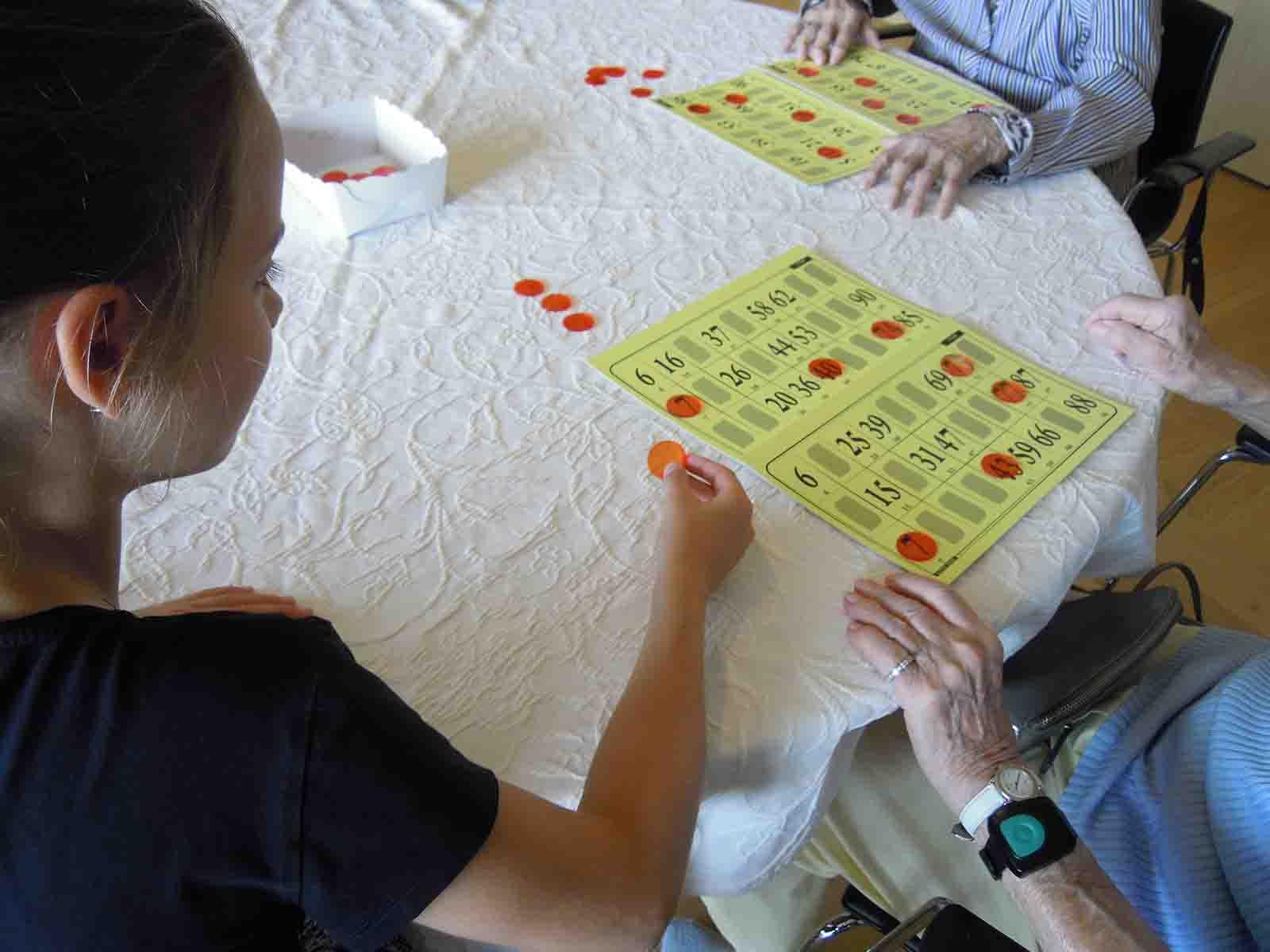 Beim gemeinsamen Spiel lässt sich leicht Kontakt schliessen.