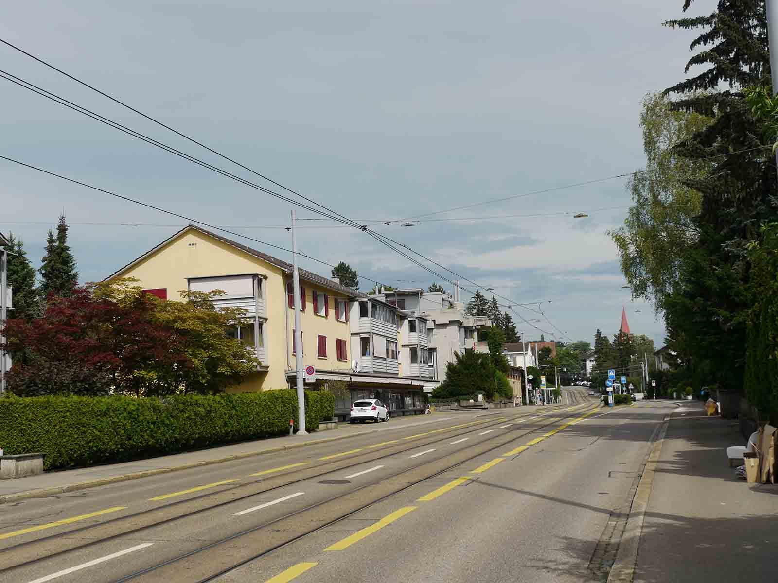 Ab 2. Juli bis Mitte Dezember wird die Limmattalstrasse ab Wartau bis Winzerstrasse saniert. Die Geschäfte bei der Wartau bleiben immer erreichbar.
