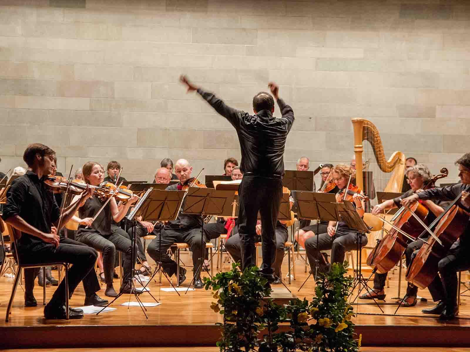 Leicht und lieblich, kraftvoll und präzis: Die Sinfonietta im reformierten Kirchgemeindehaus Höngg.