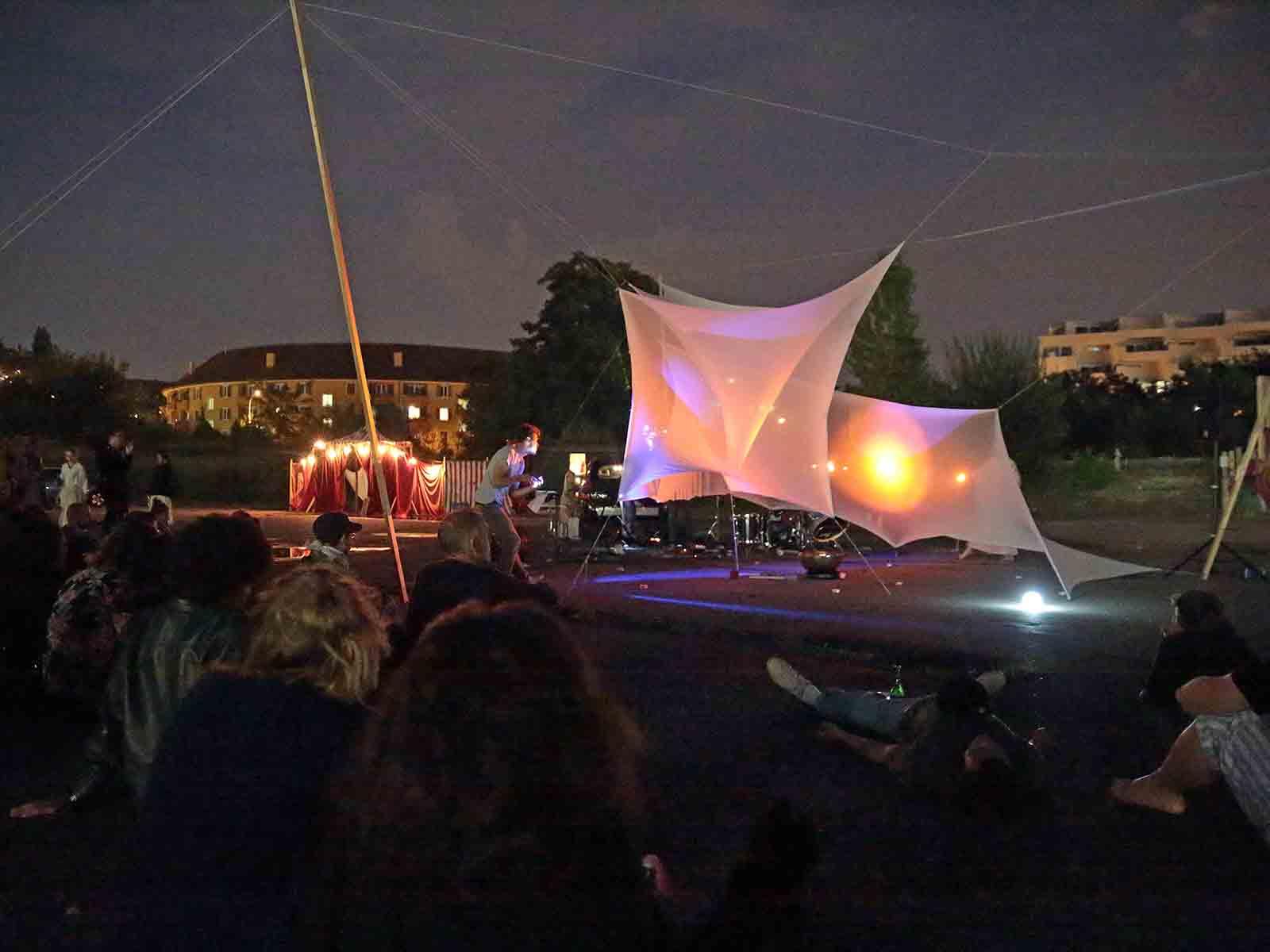 Zeitraum: Performance mit Tanz, Licht und Musik