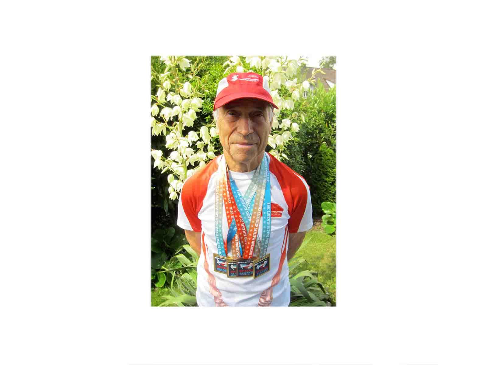 Gregorio Sablone mit seinen vier Medaillen, die er an der Master EM 2018 in Alicante gewonnen hat.