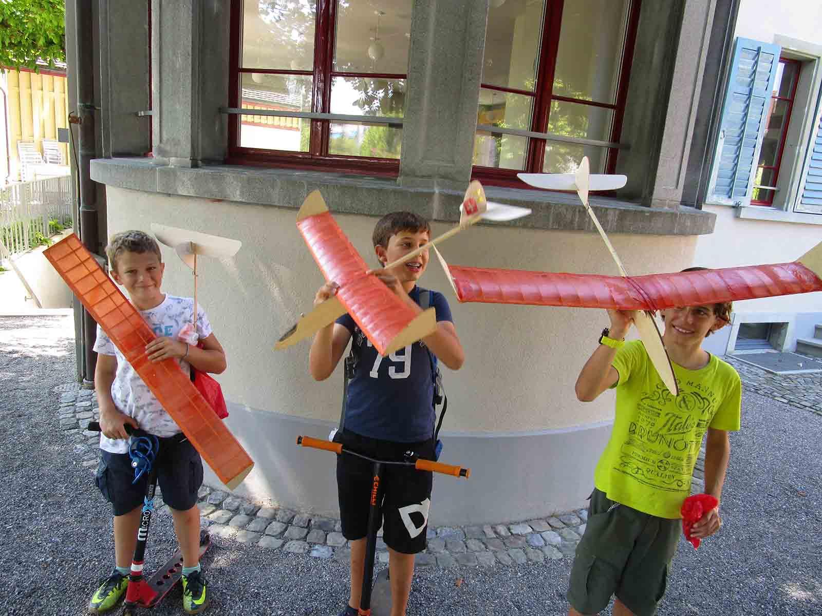 Sommerferienkurs im Atelier Sonnegg, Segelflugzeugbau bei Jürg Auer