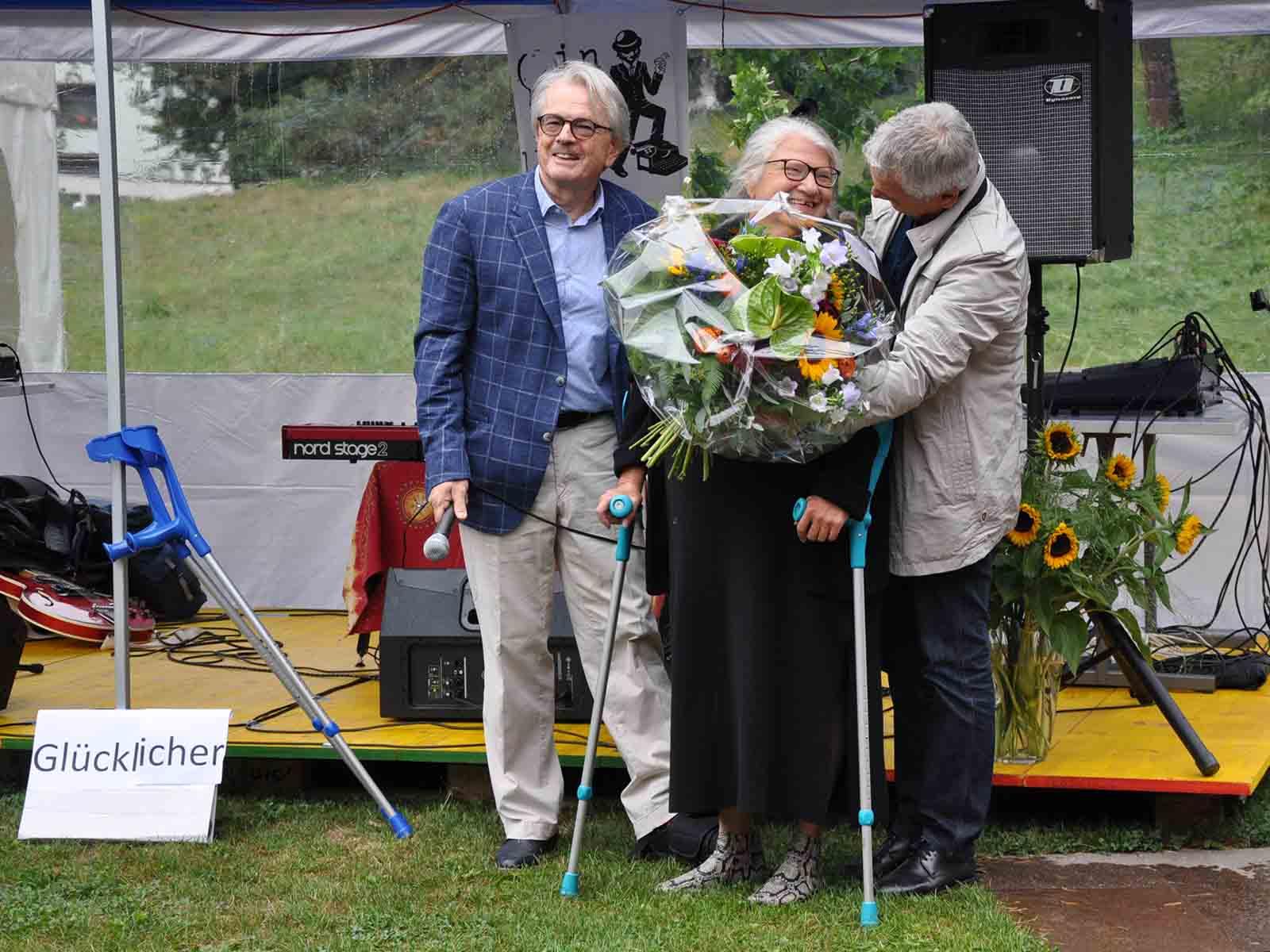 Mitarbeiterin Isabella Glückler wurde nach 32 Jahren in den Ruhestand entlassen.