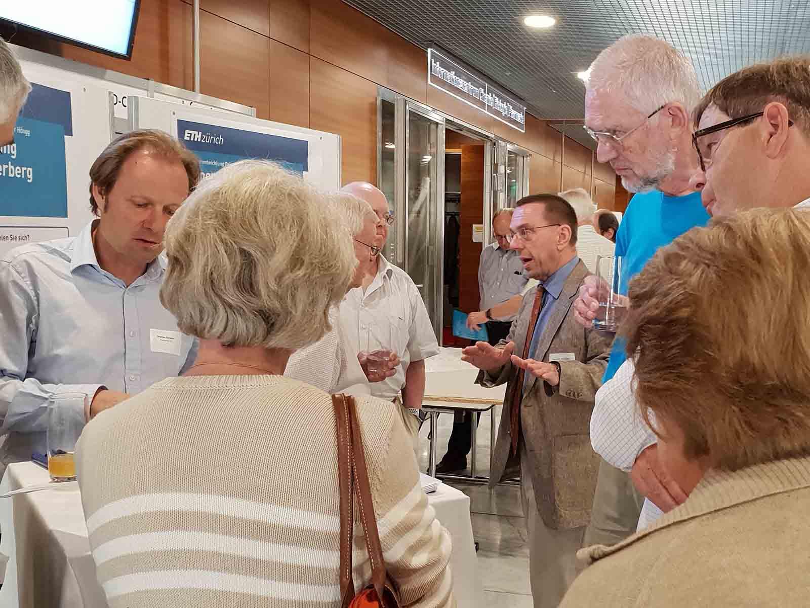An den «Marktständen» standen die Verantwortlichen des Projektes «ETH Campus Hönggerberg 2040» ausführlich Rede und Antwort.