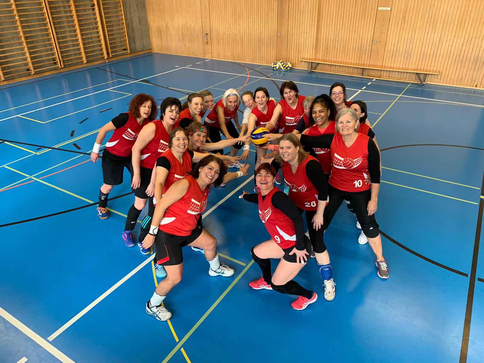 Die Damen des Volley Höngg richteten einen fröhlichen und spannenden Turniertag aus.