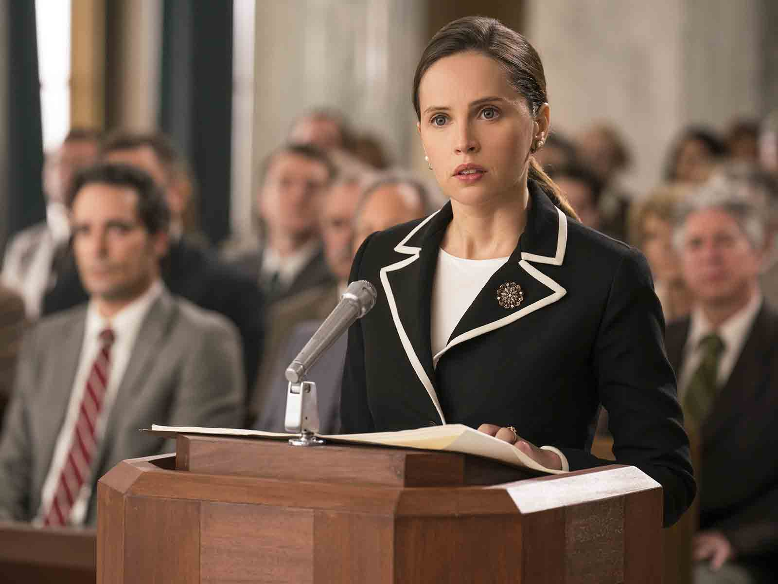 Felicity Jones als Ruth Bader Ginsburg in ON THE BASIS
