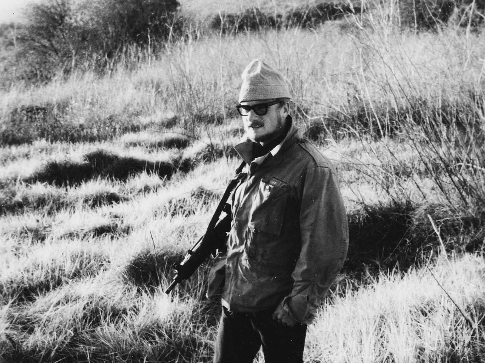 1965: Nach der Matur reiste Peter Näf per Autostopp nach Israel. Hier bewacht er das Kibbuz Hanita an der libanesischen Grenze.