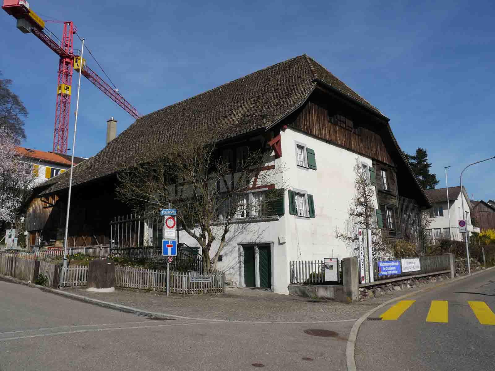Wurde einst fast abgerissen: Das Haus «Zum Kranz», 1506 erstmals schriftlich erwähnt, heute Heimat des Ortsmuseums Höngg.
