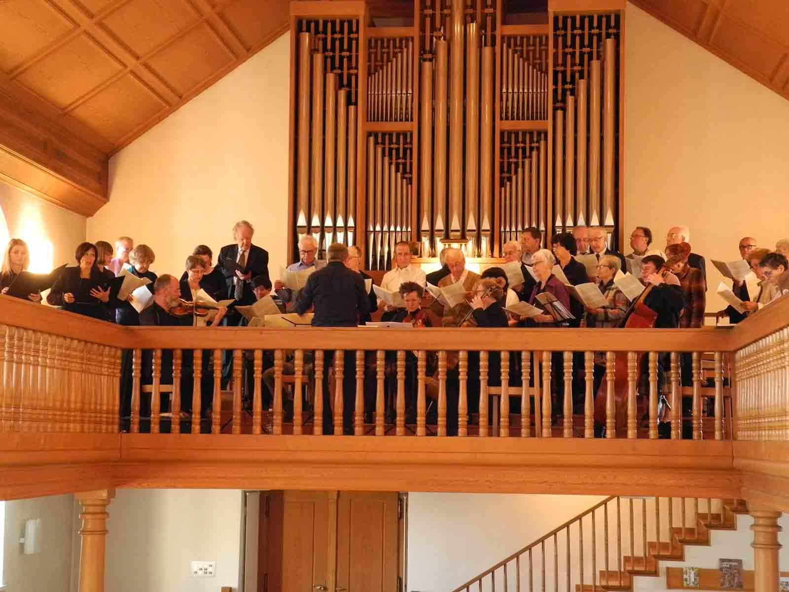 Der reformierte Kirchenchor lud am Gründonnerstag gemeinsam mit Orchester, Organist und Solistinnen zum Konzert.