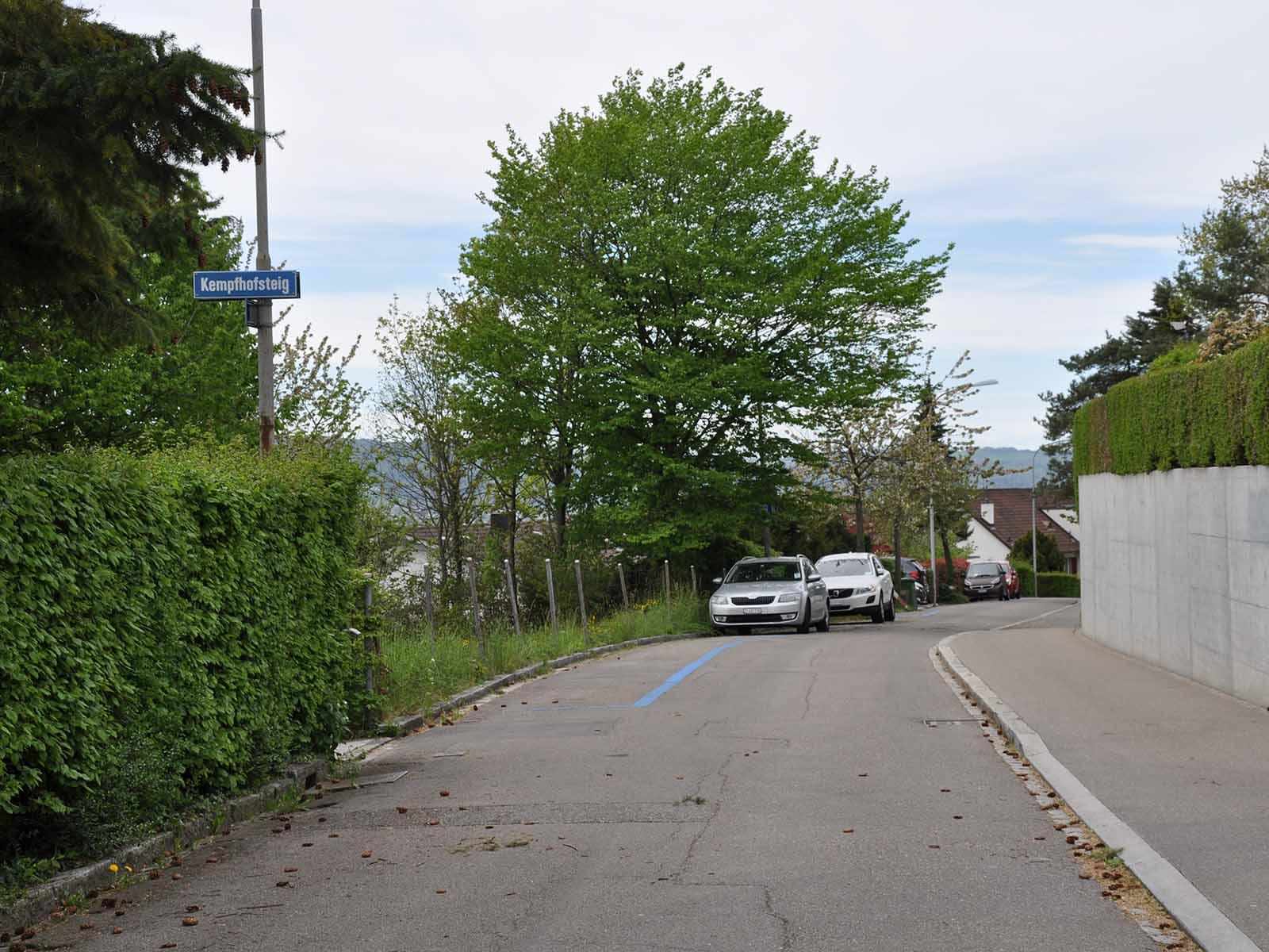 Beim Kempfhofsteig links im Bild ist eine Trottoirnase geplant.