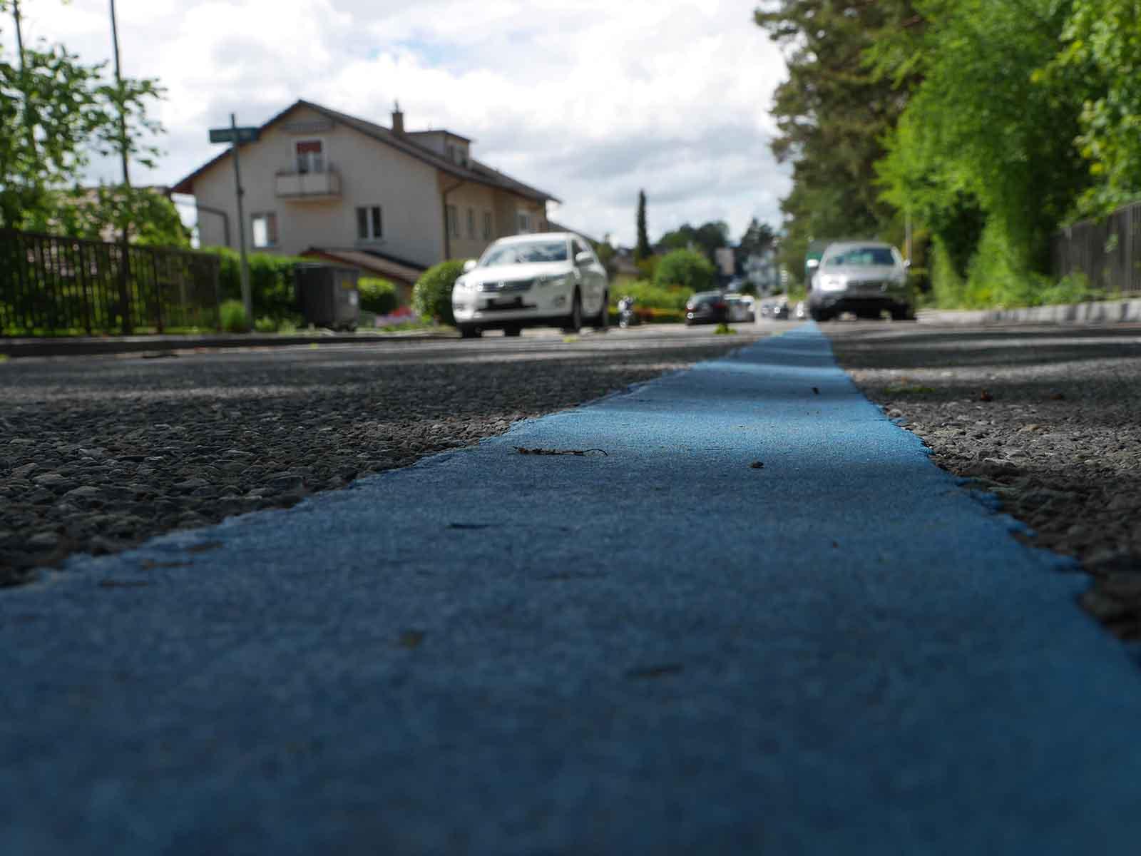 Zum Ärger vieler Anwohner*innen sollen rund die Hälfte der Parkplätze in der blauen Zone verschwinden.