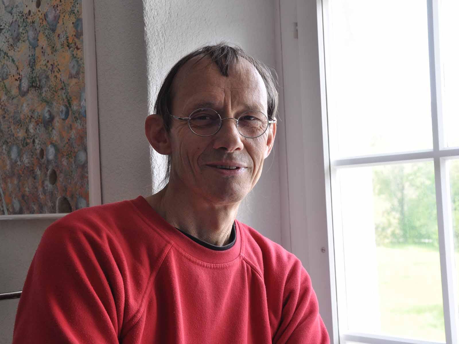 Der Künstler Peter Ruggle stellt seine Bilder beim «Höngger» aus.