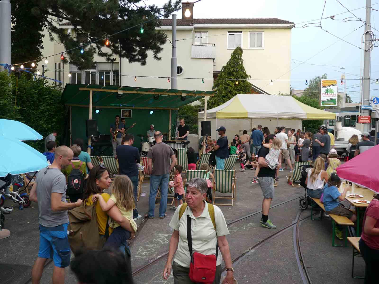 Freitagabend, der Pizza-Ofen lief heiss und auf der Bühne wurde am Open-Mic cooler Sound geboten.