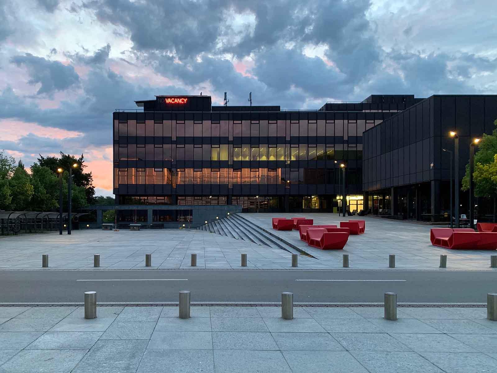 Auf der Terrasse des HIL Gebäudes auf dem Campus der ETH Hönggerberg ist eine Wohnung frei - zu Forschungszwecken.