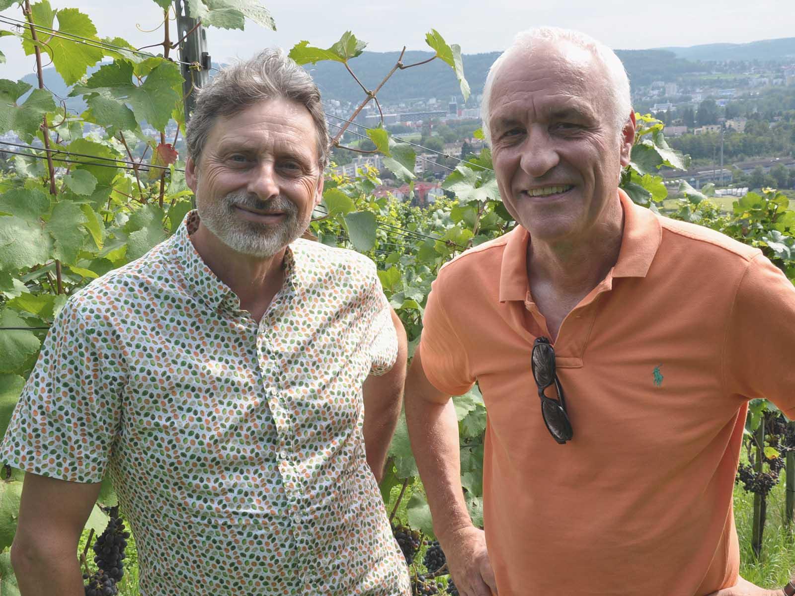 Rico Dettling und Markus Matzner in ihrem Rebberg in Weiningen.