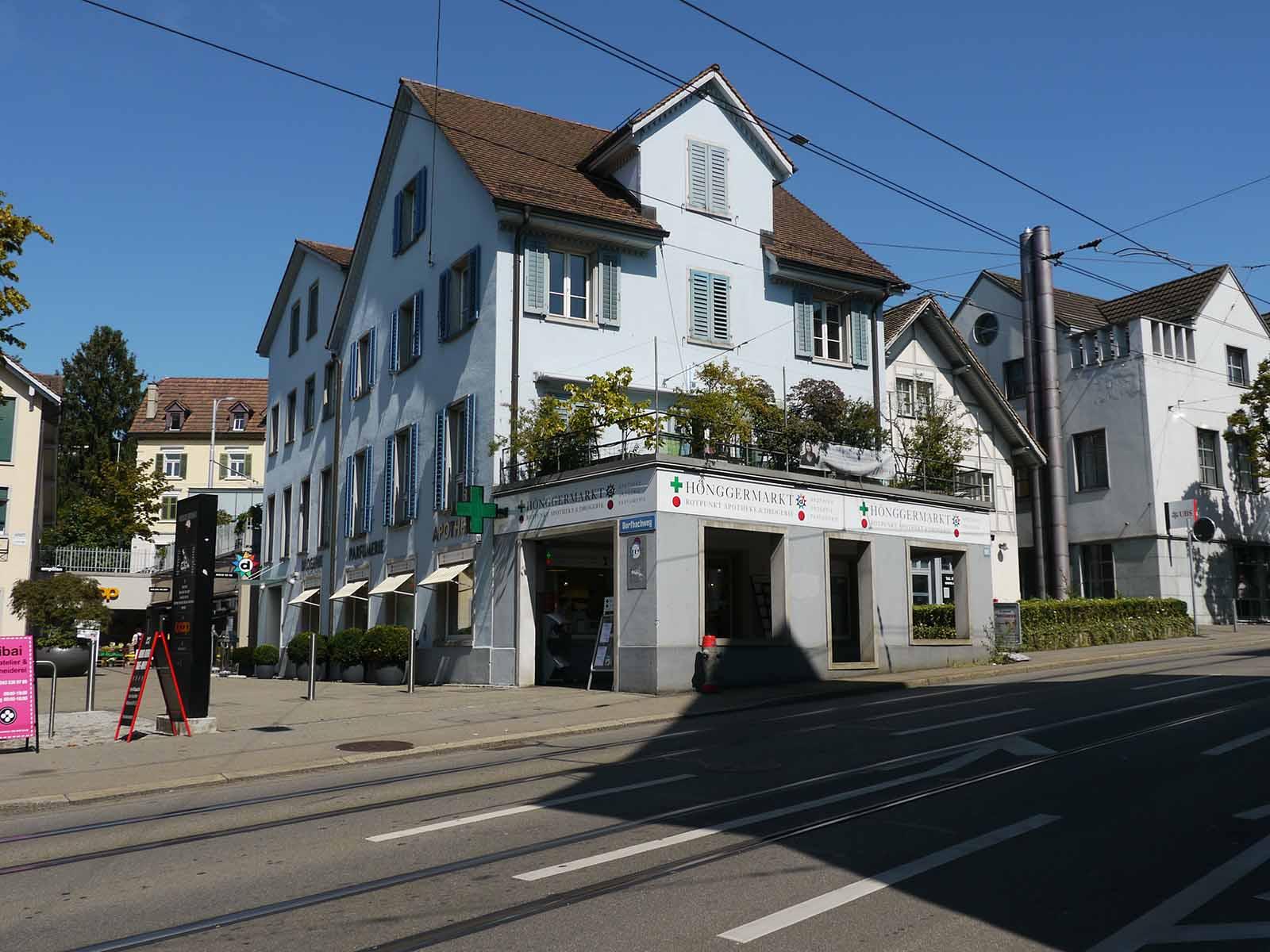 Schliesst Ende September: Die Apotheke Drogerie Parfümerie Hönggermarkt.