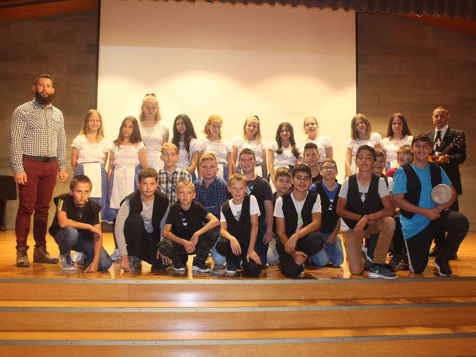 Die 26 Jugendlichen aus dem ungarischen Dorf Göncruszka besuchten Höngg.