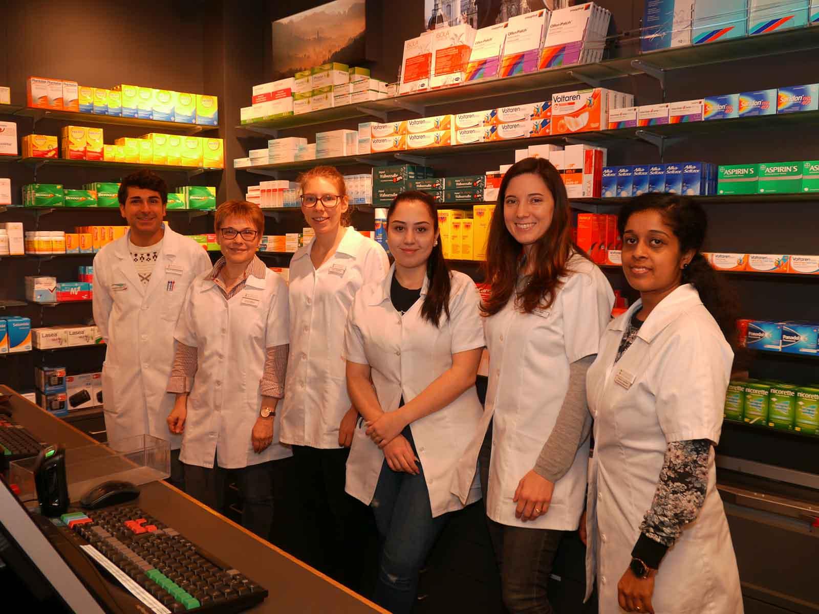 Das Team der Apotheke Im Brühl, ständige Weiterbildung ist auch eine gesetzlich vorgeschriebene Pflicht..