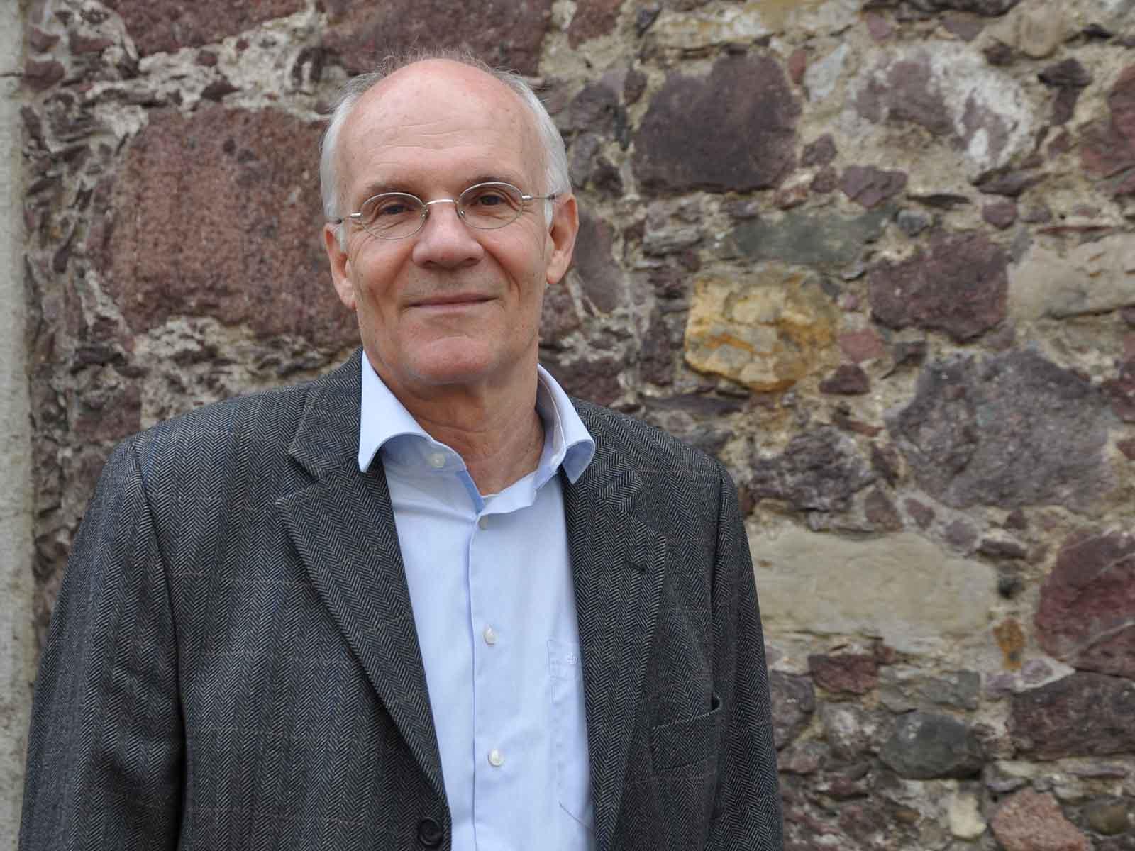 """Höngger und Polizeireporter Stefan Hohler präsentiert sein neues Buch """"13 Mordfälle und ein Amour fou""""."""