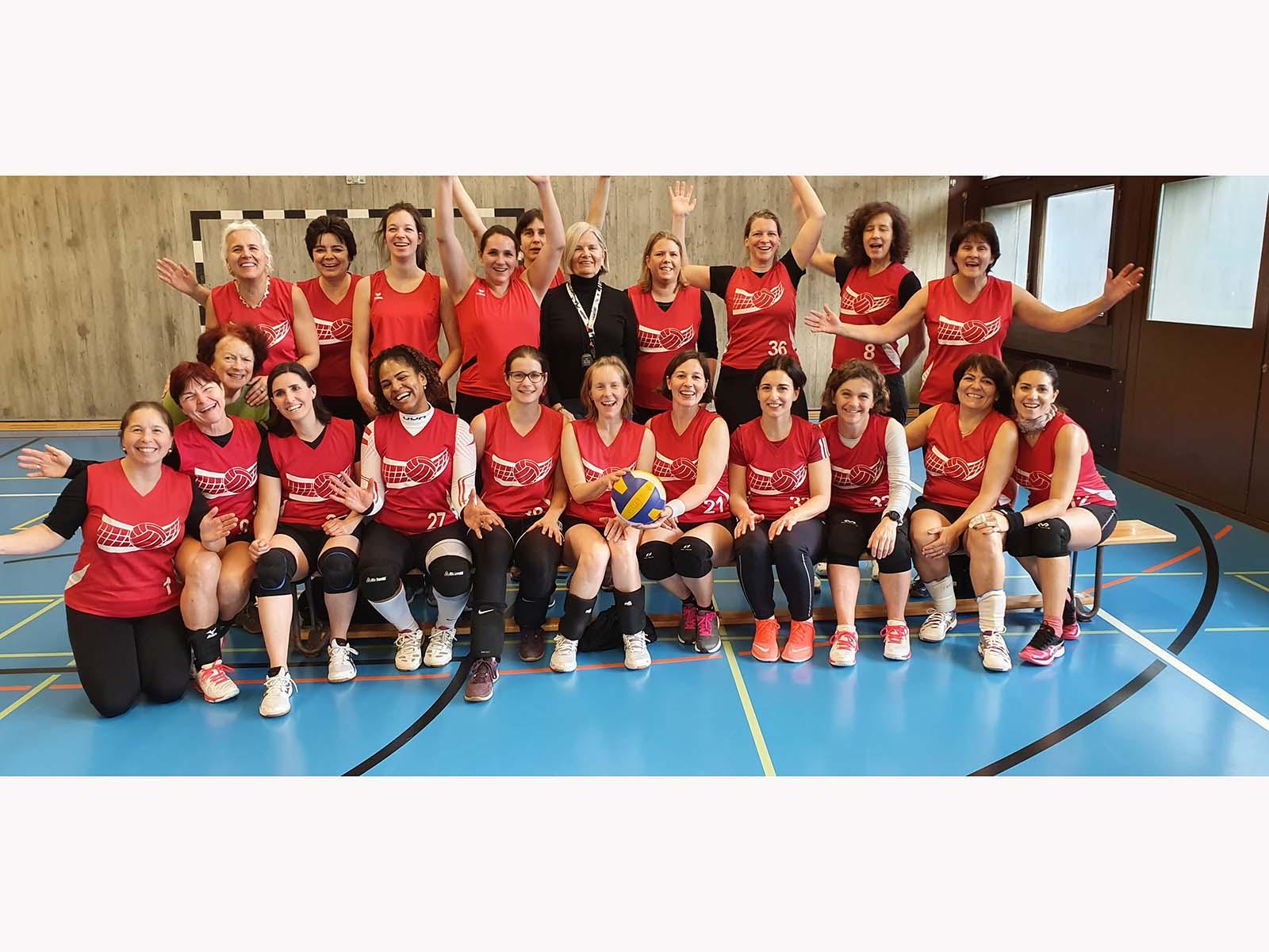 Die glücklichen Volleyballerinnen nach einem erfolgreichen Turniertag.