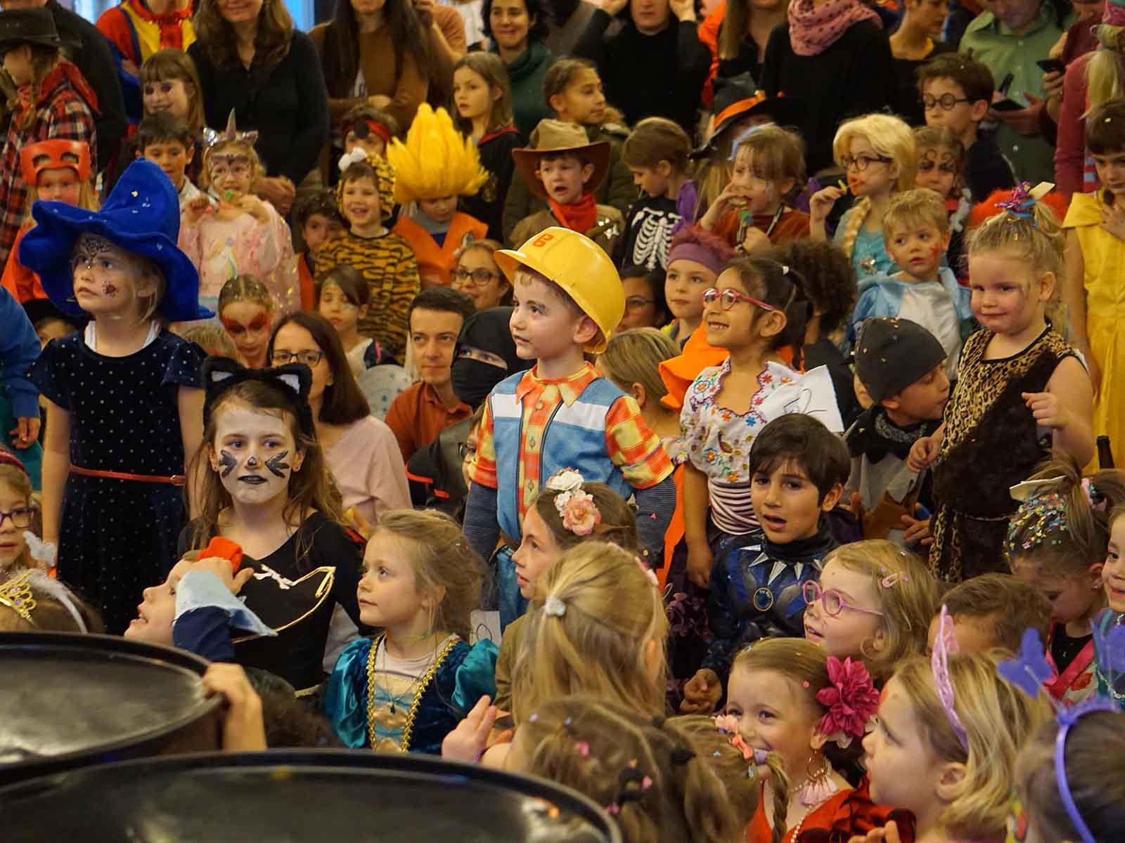 Der Dschungel der Verkleidungen – von Bob der Baumeister über Prinzessinnen bis hin zu Zombies nahm alles an der Kinderfasnacht teil.