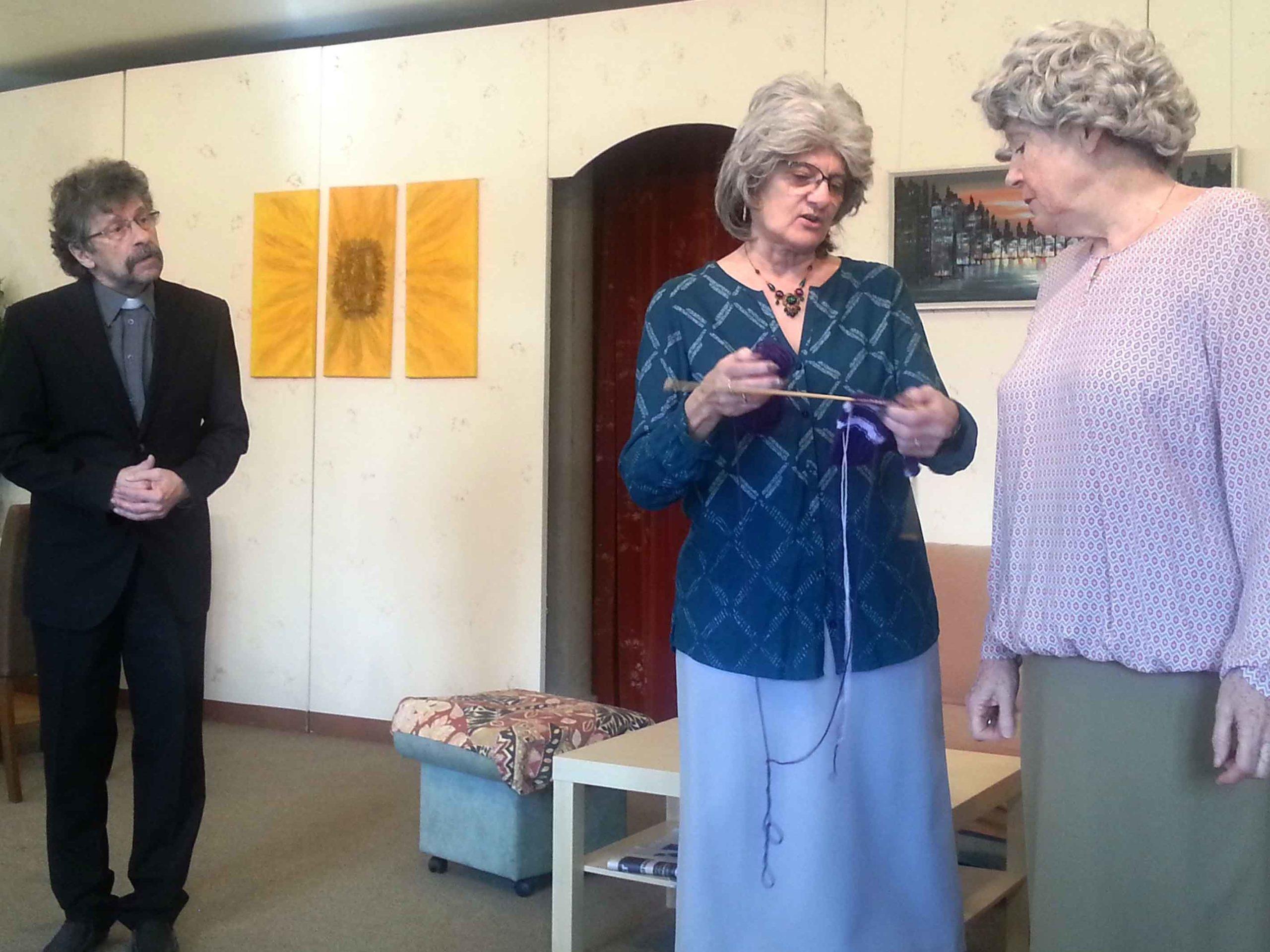 Pfarrer alias Bruno Niklaus, Rosa Seiler alias Silvia Senn, Leni Sager alias Claire Weyermann.