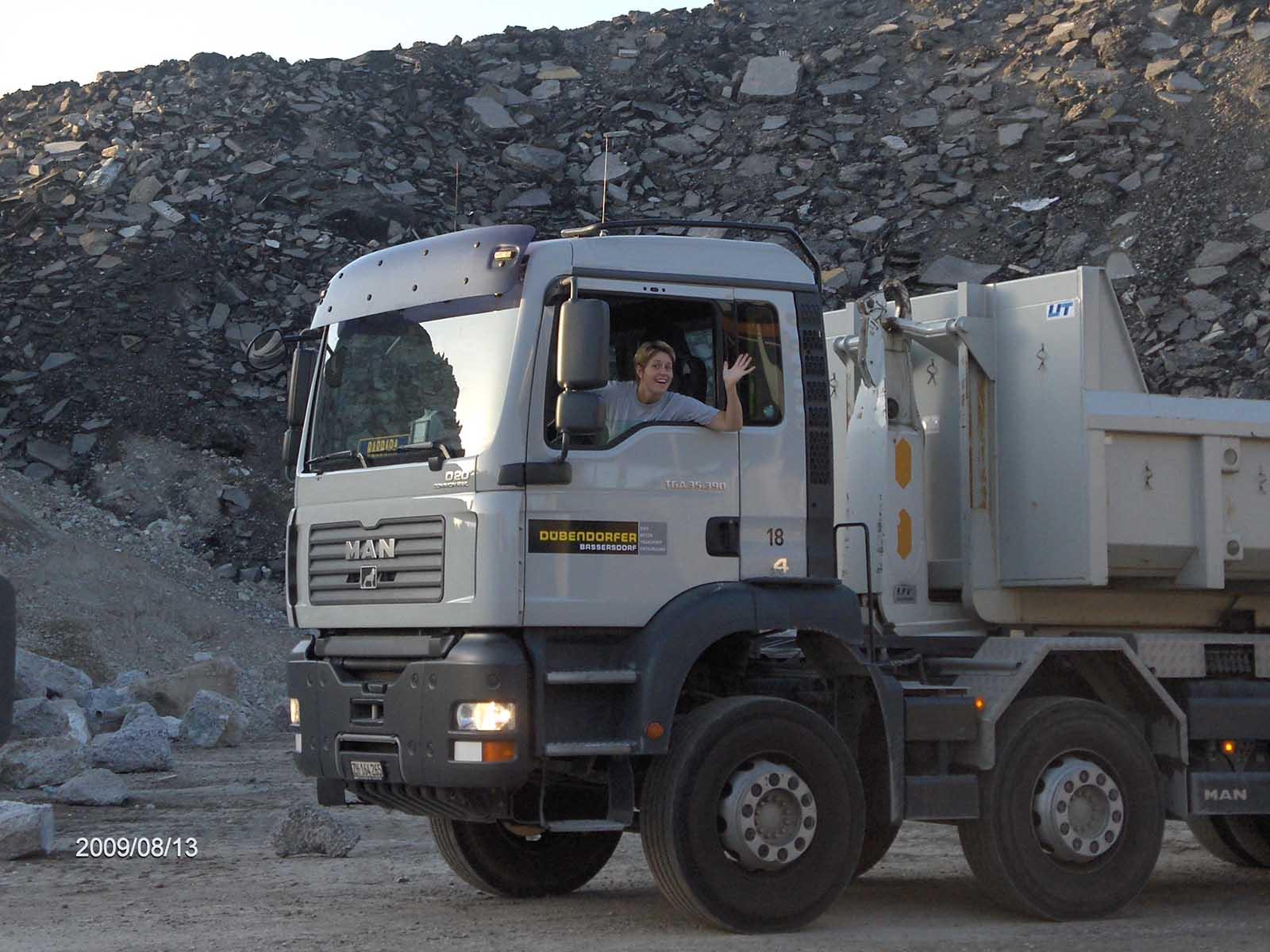 Barbara Bernhard als Lastwagenchauffeurin in «ihrem» Laster.