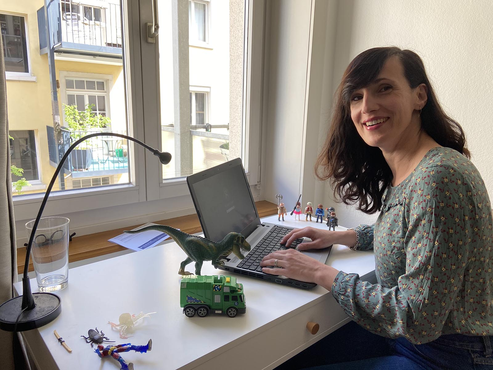 Natasa Karnath, Geschäftsleiterin der Genossenschaft Zeitgut Zürich Höngg-Wipkingen, im Homeoffice.