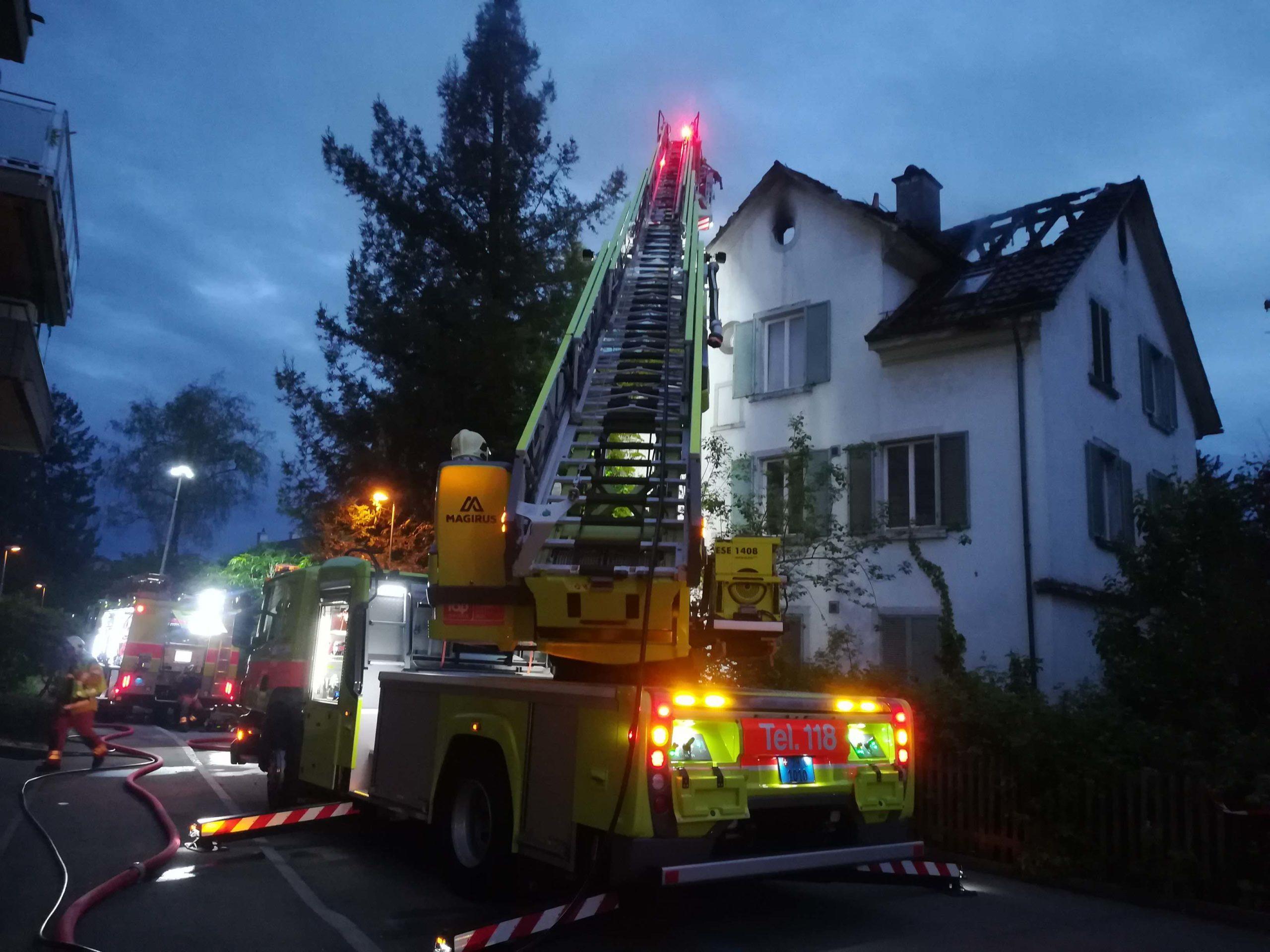 Beim Brand an der Brunnwiesenstrasse wurde der Dachstock komplett zerstört.