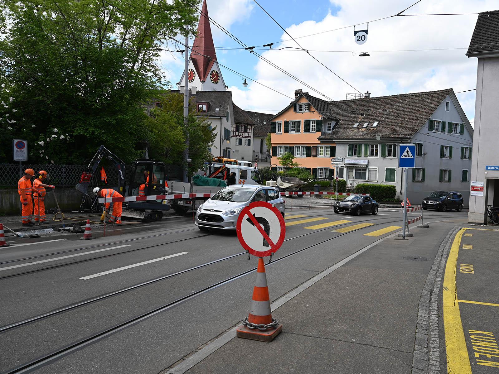 Fussgängerstreifen an der Limmattalstrasse, Einmündung Bauherrenstrasse