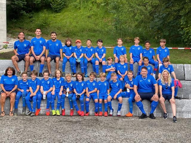 Das Gruppenfoto der Junioren des SVH, dieses Jahr mit blauen T-Shirts.