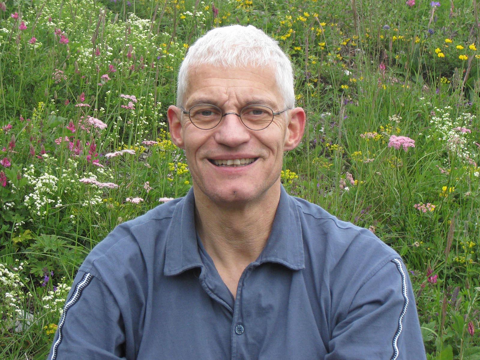 Dr. Peter Christen hat als ehemaliger Hausarzt und Psychotherapeut Erfahrung in der Behandlung von Depressionen.