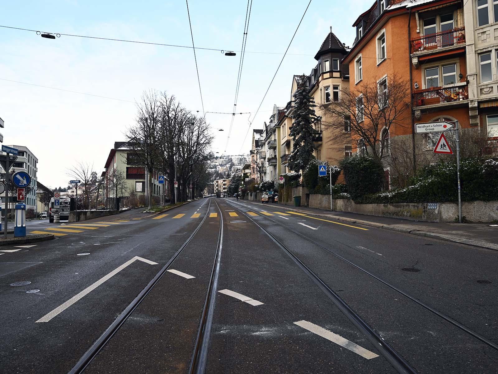 Auf der Strecke vom Wipkingerplatz bis kurz vor Schwert wird Tempo 30 eingeführt.