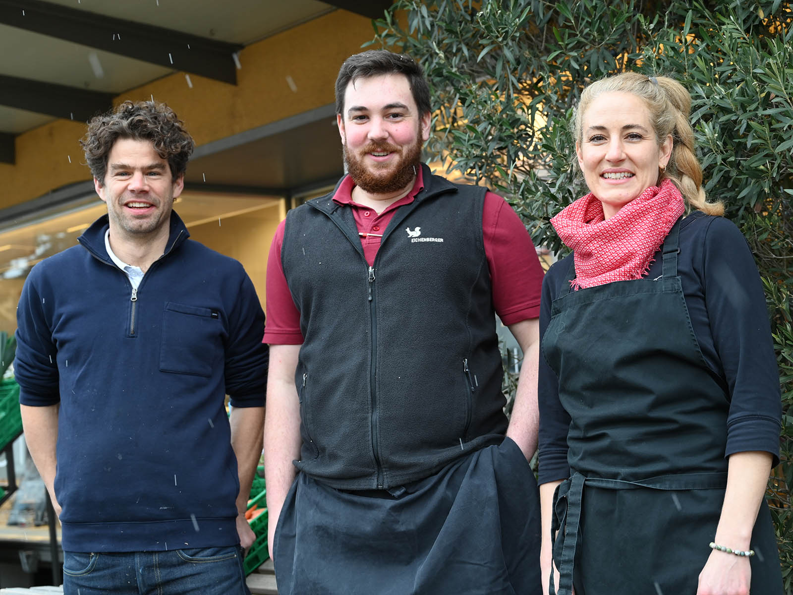 Samuel und Daniela Binkert freuen sich auf Fabian Gasser (Mitte). Er wird ab Mitte Februar die neue Metzgerei Eichenberger in der Wartau führen.