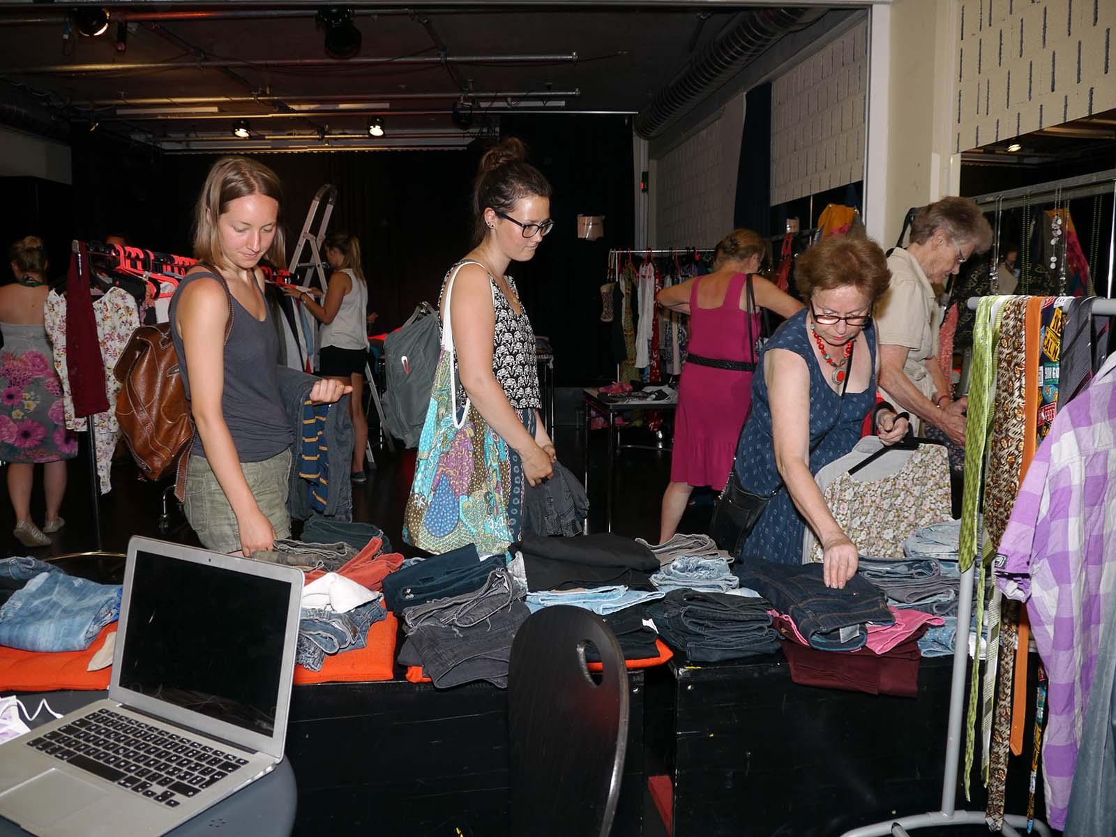 Der Frauenkleidertausch kann Ende März unter Einhaltung der BAG Schutzmassnahmen hoffentlich durchgeführt werden.