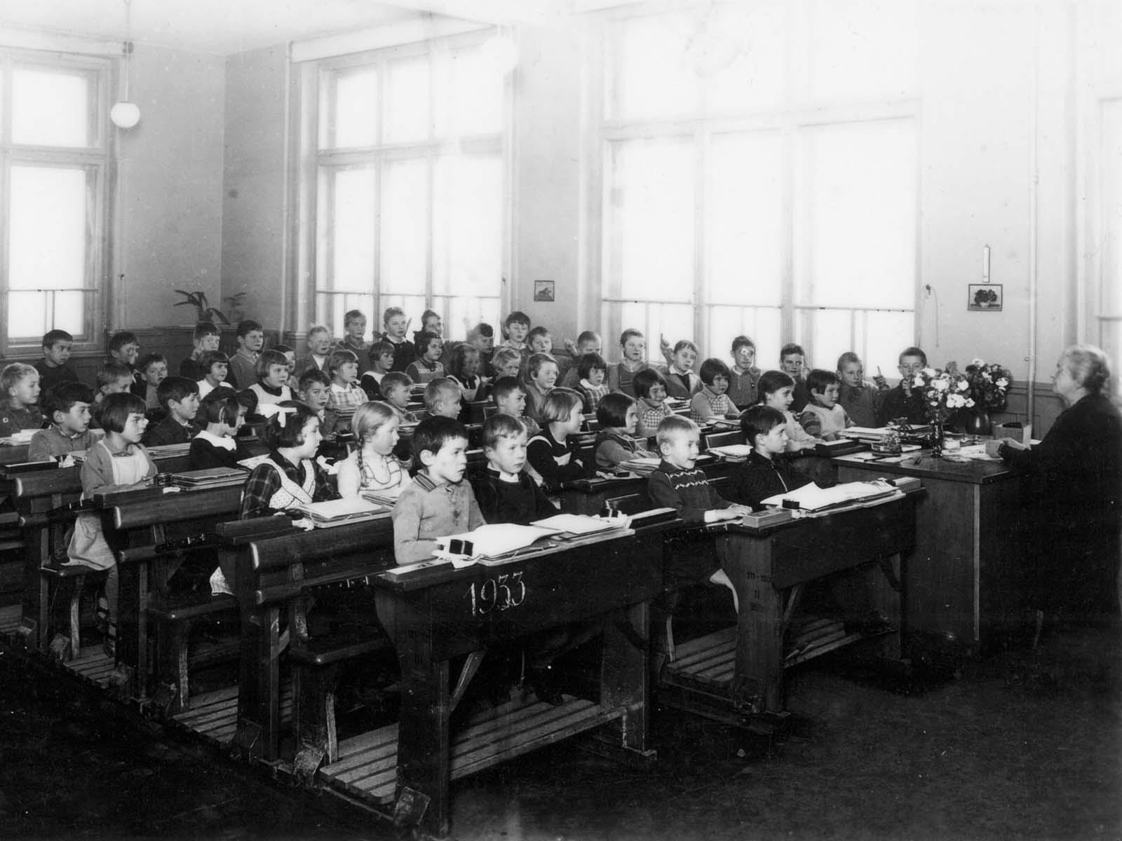 Im Schulhaus Bläsi 1933, klassischer Frontalunterricht.