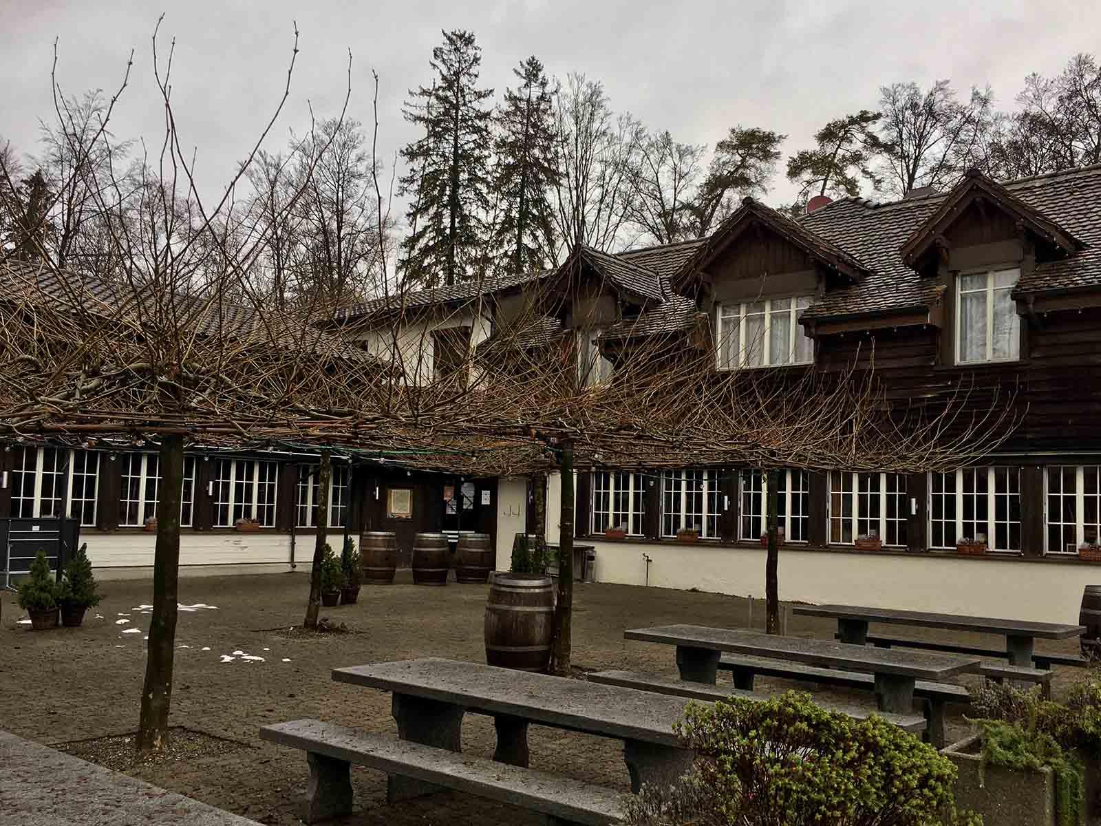 Das «Jägerhaus», heute Tessin Grotto, auf dem Käferberg.