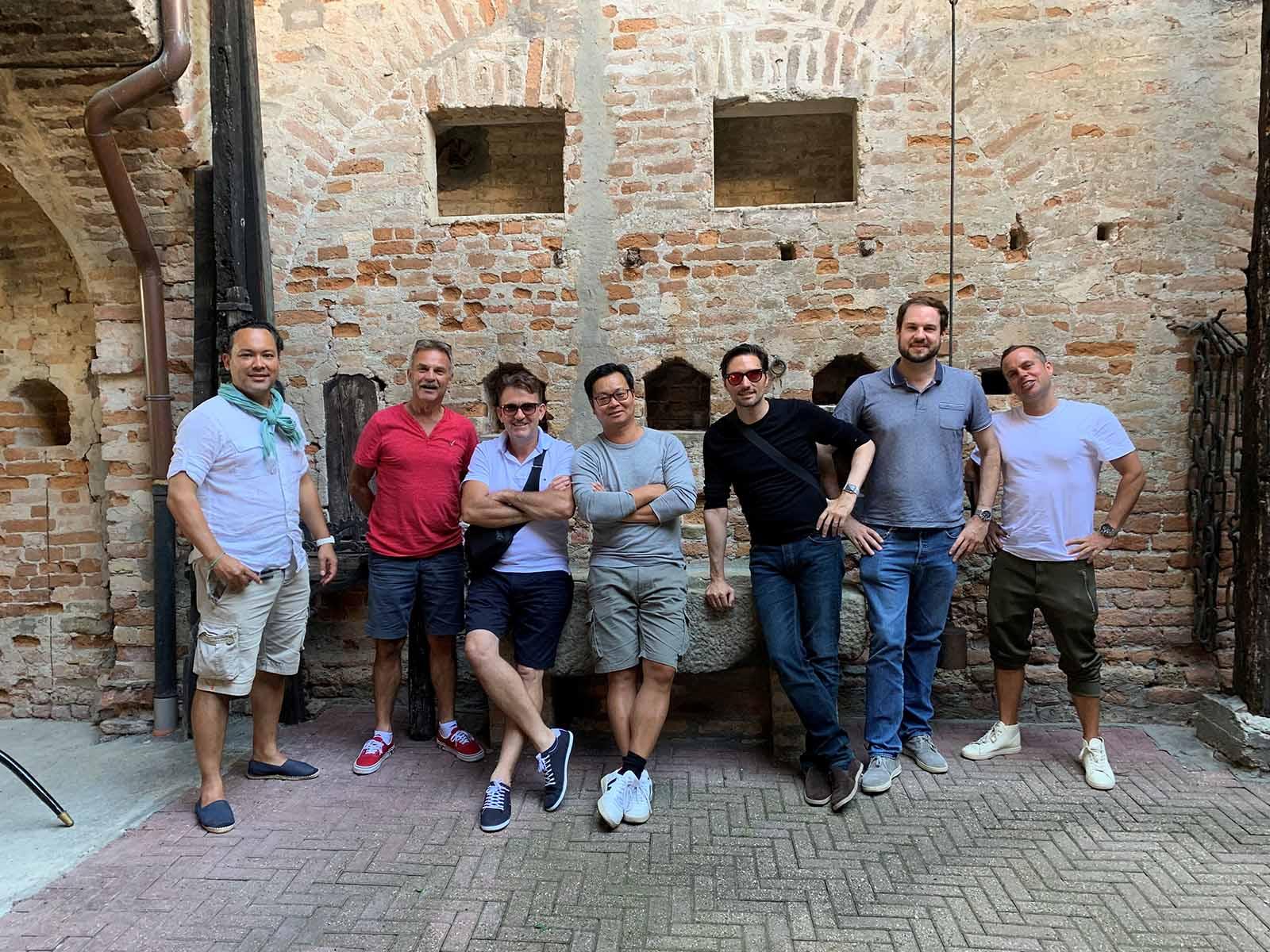 Winzer Chuchi Reise 2019 ins Piemont bei einer Weindegustation im Barologebiet.