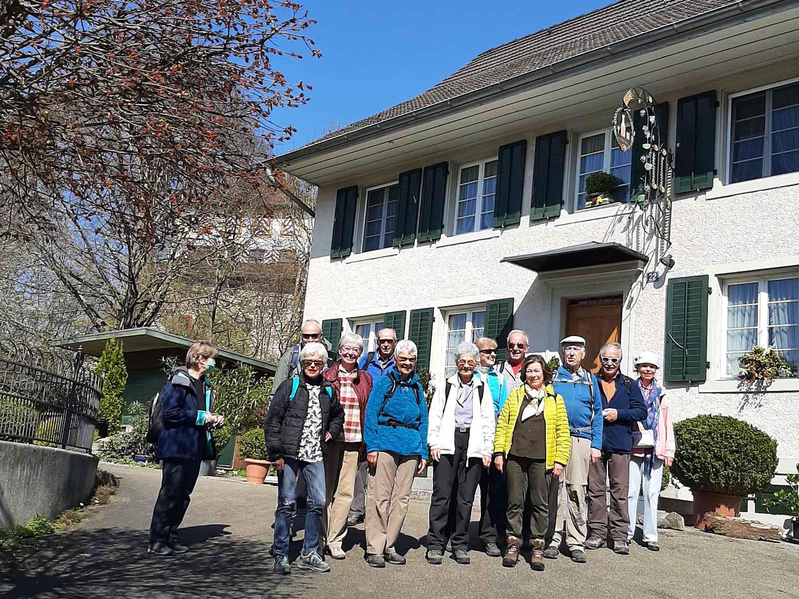 Die erste Wandergruppe in Mörsburg