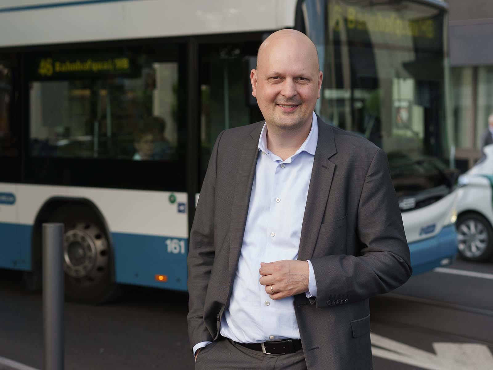Stadtrat Michael Baumer wünscht sich einen Ausbau-, statt Abbau des öffentlichen Verkehrs.