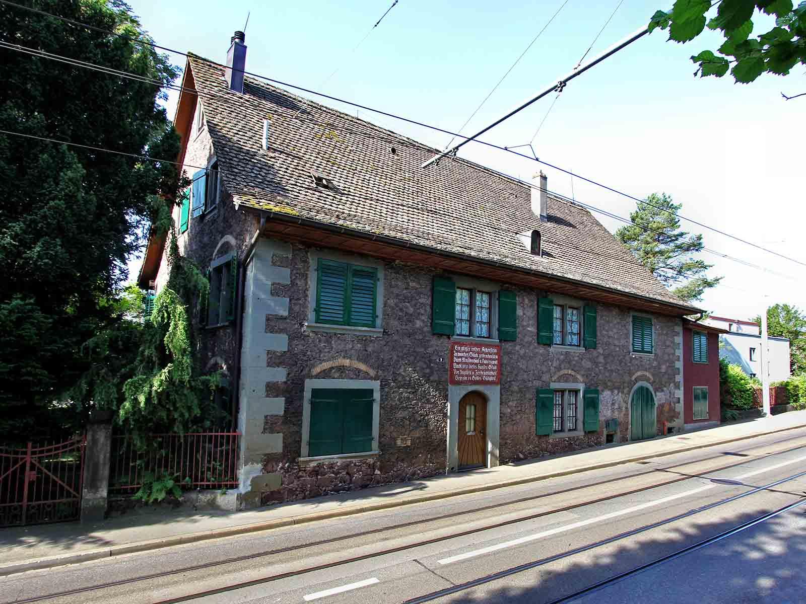 Das Herrenhaus an der Limmattalstrasse 9 stammt aus dem Jahr 1674.