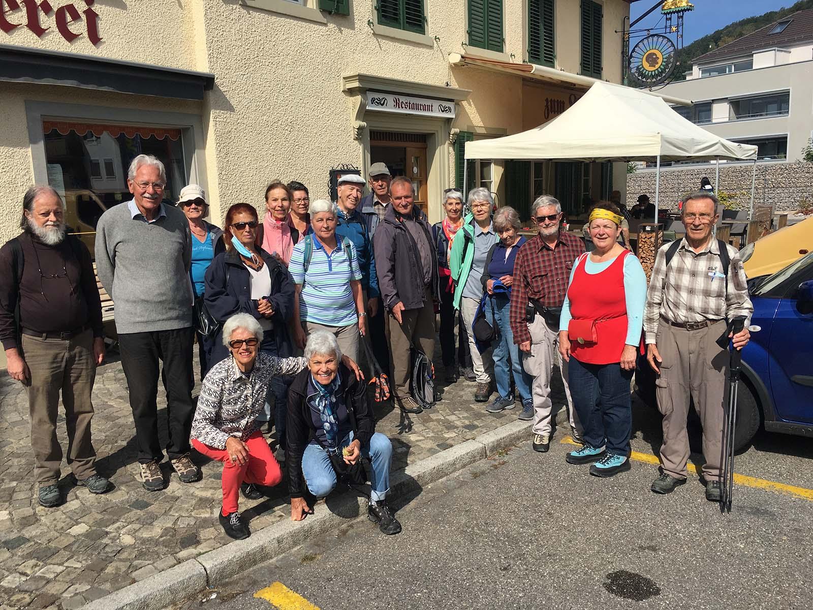 Am Ende der Wanderung war die Gruppe bereit für das Mittagessen im Restaurant Löwen/Niederwenigen.
