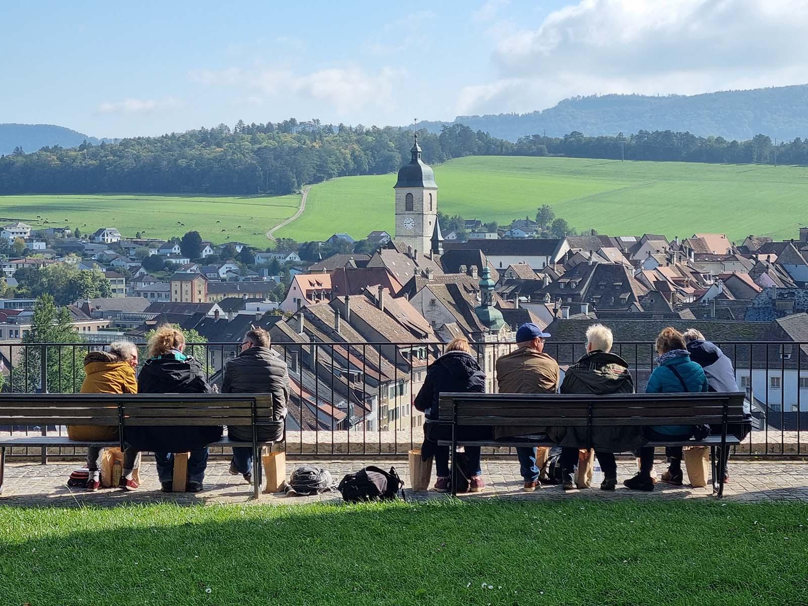Picknick auf dem Schlosshügel von Porrentruy.