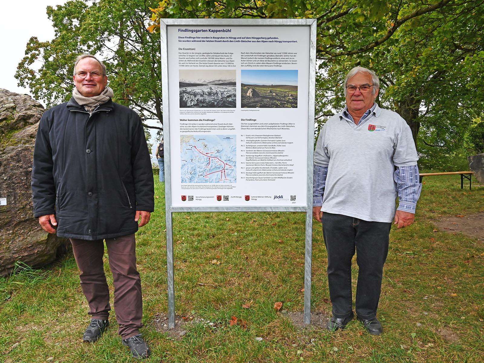 Ruedi Zweifel, Präsident des VVH (links) und Vorsteher Hansruedi Frehner präsentieren stolz die neue Informationstafel.